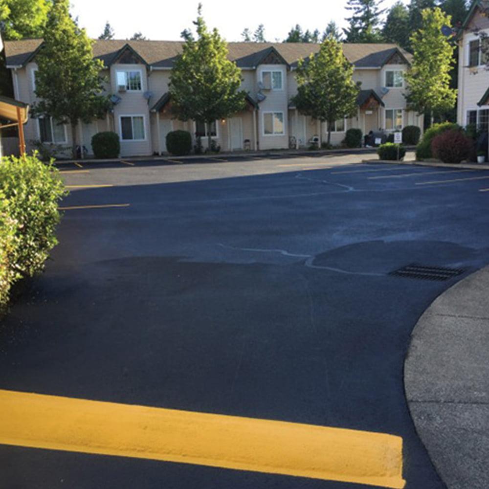 asphalt sealcoating and line striping